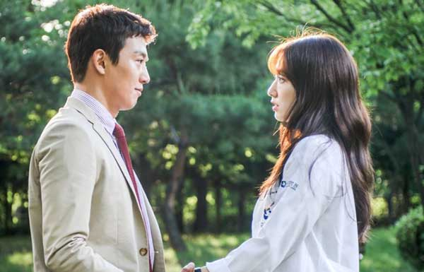Tebak Gambar: Adegan Romantis Drama Korea - Doctors kdrama romance scene image