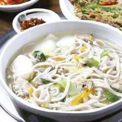 makanan korea favorit member bts mie kalguksu img