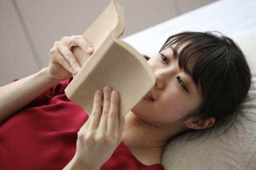 wanita ideal member bts hobi membaca buku jpg