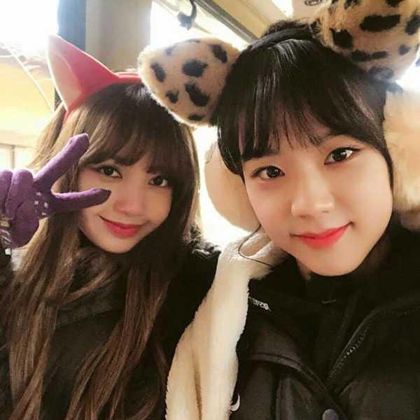 foto black pink lisa dan jisoo saat musim dingin pakai mantel