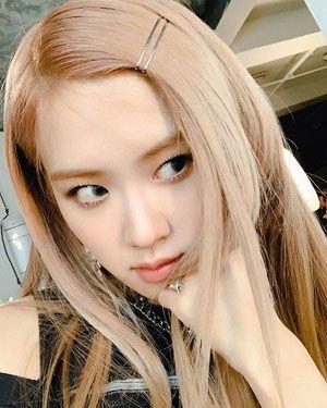 foto profil wajah rose black pink mata indah melirik ke kanan