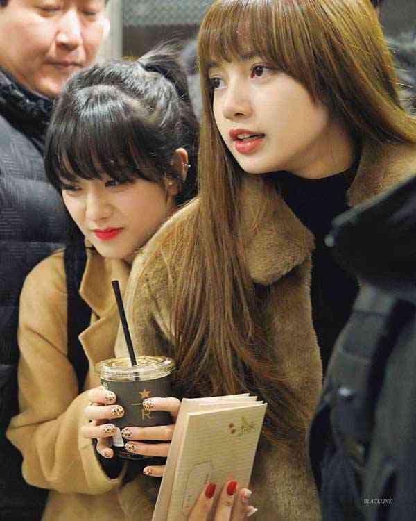 foto blackpink jisoo dan lisa di airport