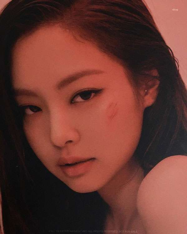 foto close up wajah jennie blackpink cantik