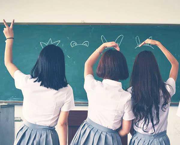 kosakata bahasa korea formal - ilustrasi gambar murid orang korea di depan kelas