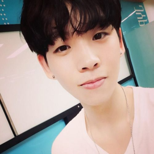 foto wajah polos dan imut Jun hyeok ex day6