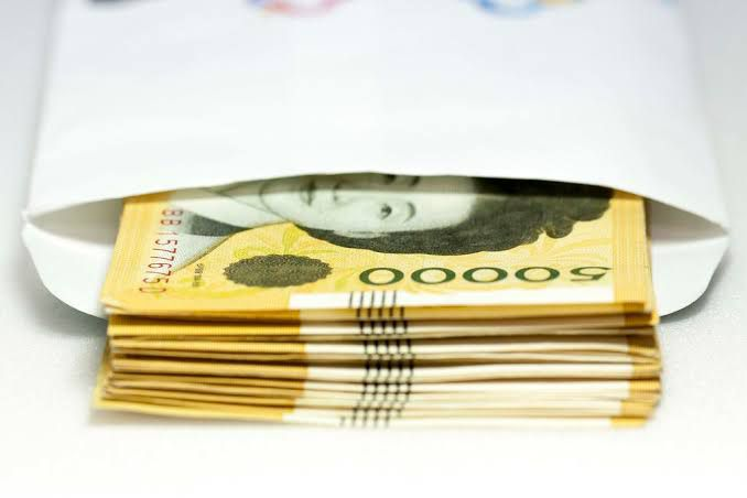 gambar gaji bulanan korea uang won dalam amplop gajian jpg