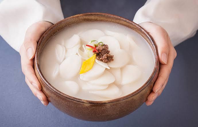 nama makanan khas korea sayur tteok guk img