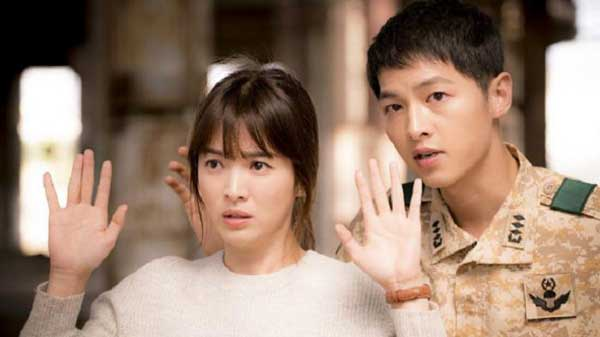 Song Joong Ki & Song Hye Kyo pemain couple drama korea romantis descendant of the sun img