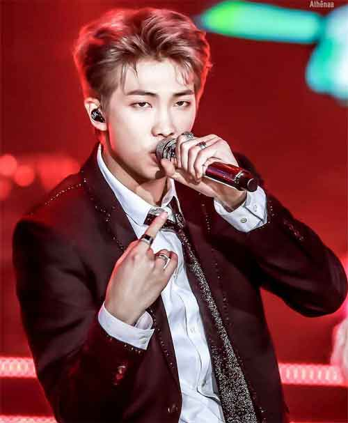 quiz kpop foto member bts rap monster kim namjoon on stage wallpaper img
