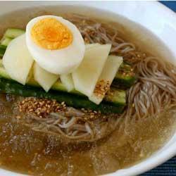 makanan korea kesukaan member bts mie naeng myeon jpg