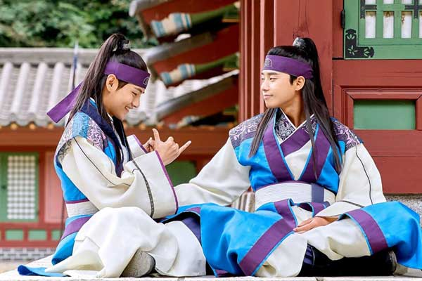 quiz kpop idol drama korea v bts pemain kdrama Hwarang: The Poet Warrior Youth viu img