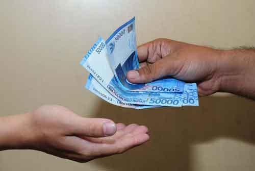 inisiatif memberi pinjaman uang jpg
