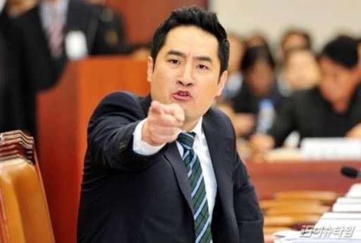 kamu bahasa koreanya - orang menunjuk ke depan muka
